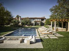 Calabasas Modern | Martyn Lawrence Bullard Design Casas California, California Style, California Homes, Kloe Kardashian House, Mediterranean Homes Exterior, Mediterranean Design, Celebrity Houses, Modern Exterior, Exterior Homes