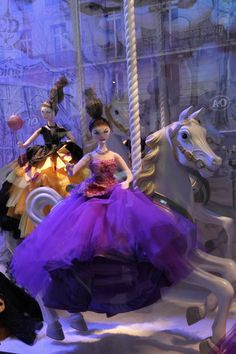 Window display at Printemps in Paris inspired by Dior, christmas 2012 Photo by WWW.DESIGNEERS.CH #Printemps #merchandising #designeers