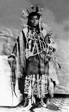 Ka-mi-akin (aka He Will Not Go), the son of a Palouse man Ki-yi-yah & an unidentified Yakama woman, and the husband of two Yakama women known as Sal-kow and Colestah - Palouse/Yakama - before his death in 1877 Native American Pictures, Native American Beauty, Native American Tribes, Native American History, Native Americans, American Symbols, American Women, Sioux, Navajo