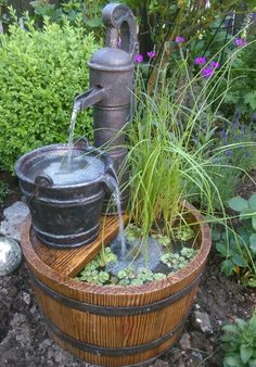 garten brunnen Water fountain with plants, Diy Water Fountain, Garden Water Fountains, Water Garden, Fountain Garden, Fountain Ideas, Outdoor Fountains, Garden Yard Ideas, Lawn And Garden, Old Water Pumps