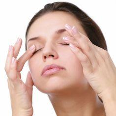 Une gymnastique des yeux pratiquée régulièrement permet de lutter contre les paupières tombantes.