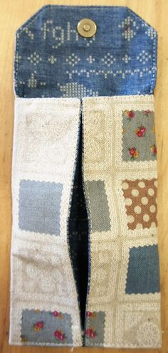 大きく開く小銭入れの作り方|With Cotton(ウィズコットン) Id Wallet, Sewing, Detail, Projects, Cotton, Bags, Fashion, Coin Purses, Dressmaking