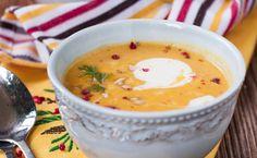 Süßkartoffeln sind gesund und als Suppe mit Kokosmilch und ein bisschen scharf habe ich sie am liebsten. Das perfekte Rezept für den Herbst.
