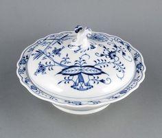 Deckelschüssel, Meissen, nach 1934, 2. W., Form Neuer Ausschnitt, Dekor Zwiebelmuster inUnterglasur — Porzellan