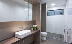 Kleine badkamer met WC en inloopdouche