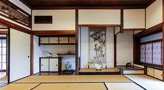 A Japanese style room: (clockwise from front) tatami, fusuma and ranma, chigaidana, tokonoma, shoji and tsukeshoin