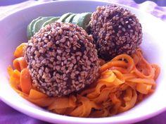 Oodi arkiruoalle! Bataattipasta ja seesamiset lihapullat Good Food, Ethnic Recipes, Clean Eating Foods, Eating Well, Yummy Food