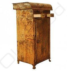 Industrieel vintage wasbakkastje