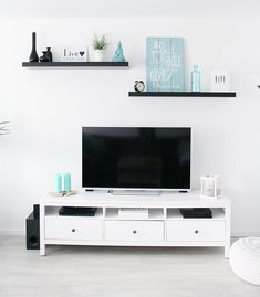 Clean and neat Small Apartment Living, Living Room Tv, Home And Living, Decor Around Tv, Above Tv Decor, Tv Wall Decor, Shelf Above Tv, Bright Homes, Diy House Projects
