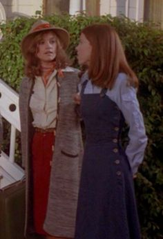 The Hardy Boys/Nancy Drew Mysteries TV series}. I like that denim jumper. I love the Nancy Drew, Hardy Boys Tv show! Nancy Drew Games, Nancy Drew Books, Nancy Drew Costume, Pamela Sue Martin, Joe Hardy, Feelin Groovy, Nancy Drew Mysteries, Carrie Fisher, Long Jackets