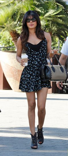 Photos of Indian Cinema Actresses: Hot Collection of Priyanka Chopra Priyanka Chopra Dress, Priyanka Chopra Images, Celebrity Style Casual, Celebrity Outfits, Celeb Style, Stylish Dresses, Dresses For Work, Summer Dresses, Bollywood Celebrities
