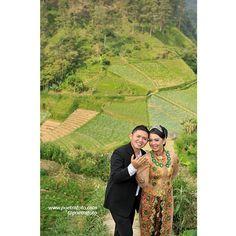 Foto Pre Wedding Outdoor Deffie+Bedro. Outdoor Pre Wedding Photoshoot at Tawangmangu Central Java Indonesia. Pre Wedding Photo by @Poetrafoto, http://prewedding.poetrafoto.com/?album_page=9