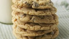 Blogger Deborah Harroun of Taste and Tell shows a kid-friendly, shortcut way to make chocolate chip cookies.  Learn to make this recipe with our how-to  article.
