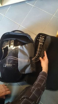 Travel guitar