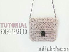 juliana philippi alves shared a video Crochet Diy, Crochet Chart, Crochet Patterns, Crochet Handbags, Crochet Purses, Cotton Cord, Crochet Videos, T Shirt Yarn, Cute Bags