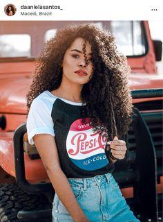 Para mais dicas como essa acesse: www.cachosinspiracaoblog.com E baixe nosso E-Book GRÁTIS Fashion Beauty, Girl Fashion, Fashion Outfits, Pelo Afro, Crimped Hair, Foto Casual, Beautiful Black Girl, Girl Haircuts, Afro Hairstyles