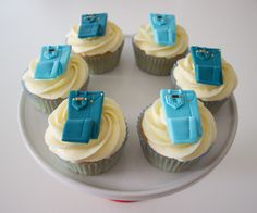 Cupcakes with edible jeans cupcake toppers Bling Cupcakes, Denim Party, Cake Decorating For Beginners, Cake Designs, Cupcake Toppers, Fondant, Birthday Cake, Baby Shower, Jeans