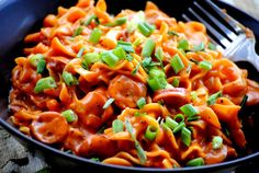 Pittige Pasta met Saucijsjes Pizza Recipes, Dinner Recipes, Pitta, Pasta Salad, Pasta Food, Hawaiian Pizza, Kung Pao Chicken, Slow Cooker, Good Food