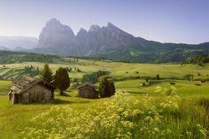 Ruim 300 dagen zon per jaar. In combinatie met de verfijnde Italiaanse keuken. In een bizar decor; de Dolomieten, uitgeroepen tot Werelderfgoed van UNESCO. Bizar ja, want deze bergen waren ooit een immense oerzee.