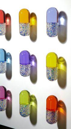 Luxury Therapy II (2011) - Mauro Perucchetti. (he's like a transparent jeff koons/damien hirst hybrid; interesante.)