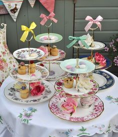 diy vintage tea-party theme cake stands for a tea party themed bridal shower Vintage Tea Parties, Teacup Crafts, Vintage Cake Stands, Vintage Cakes, Dessert Aux Fruits, Bridal Shower Cakes, Mad Hatter Tea, Diy Cake, Tea Cakes