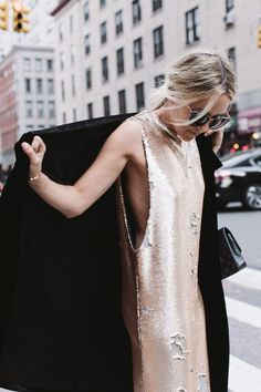 Merry & Bright This is hands down my favorite dress of the season. It's dressy without trying too hard and the sequins are honestly fun to [. Moda Chic, Moda Boho, Looks Style, Style Me, Style Blog, Simple Style, Look Fashion, High Fashion, Ladies Fashion