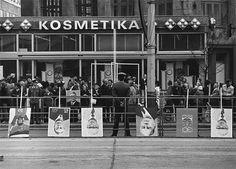 Barbara Klemm: 30. Jahrestag der DDR, Ost-Berlin, 1979; © Barbara Klemm