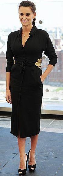 Who made Penelope Cruz's black long sleeve dress that she wore in Moscow? Dress – L'Wren Scott