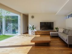 中庭の開放|Premium Design Selection|戸建住宅|積水ハウス Modern Japanese Interior, Japanese Modern, Modern Interior, Japan Modern House, My House, New Homes, Living Room, Architecture, Table