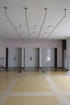 The School of Bauhaus / dessau Bauhaus Interior, Interior Architecture, Interior Design, Classical Architecture, Landscape Architecture, Bauhaus Building, Bauhaus Design, Bauhaus Style, Mondrian
