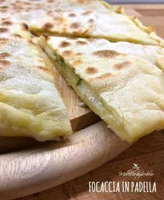 focaccia in padella Cooking Time, Cooking Recipes, Healthy Recipes, Italian Cooking, Italian Recipes, Italian Bread, Focaccia Pizza, Salty Foods, Finger Foods