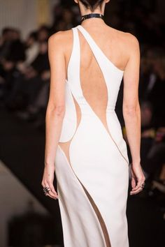 Atelier Versace Spring 2015 Couture #moda #fashion http://oncethingslookup.tumblr.com/post/127981471980 …
