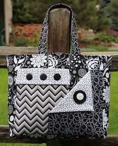 Quilted Bag - Her Crochet Quilted Purse Patterns, Bag Patterns To Sew, Handbag Patterns, Sewing Patterns, Quilted Tote Bags, Patchwork Bags, Diy Quilted Purse, Crazy Patchwork, Bag Pattern Free