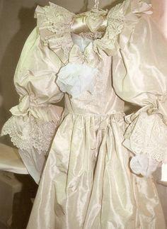 Princess Diana's wedding gown