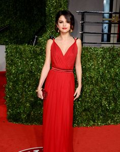 Red Dress ~ Classic Look ~ Selena Gomez Lace Dresses, Pretty Dresses, Prom Dresses, Formal Dresses, Short Dresses, Oscar Dresses, Formal Prom, Club Dresses, Beauty And Fashion