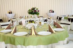 Sali de nunti Weeding, Catering, Table Settings, Table Decorations, Furniture, Home Decor, Grass, Decoration Home, Weed Control
