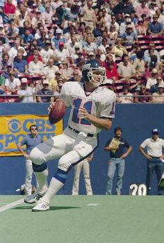 Phil Simms - - New York Giants New York Giants Football, Best Football Team, Football Players, Phil Simms, Nfl Uniforms, Ski Sport, Sports Pictures, Throwback Thursday, History