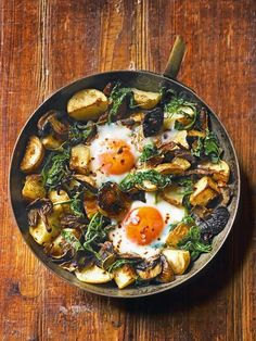 Baked eggs with mushrooms, potatoes, spinach and gruyère - delicious. magazine Make this baked eggs recipe in just one pan – perfect for lunch, brunch or a meat free Monday supper. Vegetarian Recipes, Cooking Recipes, Healthy Recipes, Free Recipes, Vegetarian Brunch, Vegetarian Cooking, Vegetarian Christmas Recipes, Healthy Breakfasts, Healthy Snacks