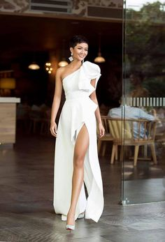 Simple White Sleeveless Side Slit Evening Gowns,Vintage Floor Length One Shoulder Long Prom Dresses CR 11457 Elegant Dresses, Beautiful Dresses, Long Gown Elegant, Pretty Dresses, Elegant White Dress, Bridesmaid Dresses, Prom Dresses, Formal Dresses, Casual Dresses