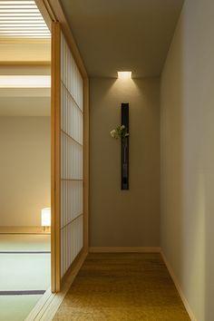 hallway ends in well-lit art Japanese Interior Design, Japanese Design, Japanese Modern, Japanese House, Japanese Lighting, Japanese Apartment, Tatami Room, Zen House, Sliding Door Design