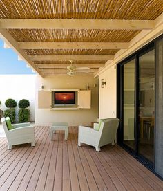 Spring has sprung and summer is just around the corner. You've already realised that it's time to put a roof on the patio so that you can spend more time outdoors. But what roof options are there...? http://www.home-dzine.co.za/garden/garden-roofoptions.htm#