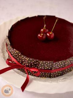 White Chocolate Mousse Cake, Sour Cherry, Mini Cakes, Cake Art, Sweets, Fondant, Recipes, Food, Candy