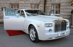 Exterior view of the Rolls Royce Phantom Perl White wedding car - Auto Data Rolls Royce Limousine, Rolls Royce Cars, Wedding Car Hire, Luxury Wedding, Dream Wedding, White Rolls Royce, Rolls Royce Phantom White, Prom Car, Cardio