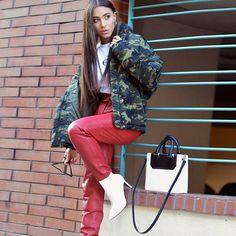 Transition into fall #style by #fashionblogger @marilia_fra #tote #bag #janisleenewyork #madeinnyc #minimal #modern #design #streetstyle #designer #handbag #handmade #fashion #blogger