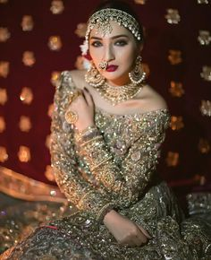 Get Easy & Beautiful Girls Hairstyle For Party 2018 With Images. It is challenge to reinventing new beautiful summer hairstyle. Desi Wedding, Wedding Wear, Wedding Dresses, Wedding Bride, Desi Bride, Bridal Looks, Bridal Style, Pakistan Bride, Pakistani Wedding Outfits