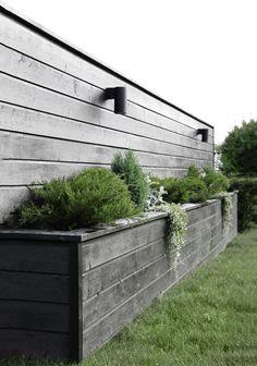 Amazingly Creative Long Planter Ideas for Your Patio 49 Back Gardens, Outdoor Gardens, Long Planter, Bamboo Planter, Diy Flower Boxes, Fence Design, Diy Design, Modern Design, Garden Boxes