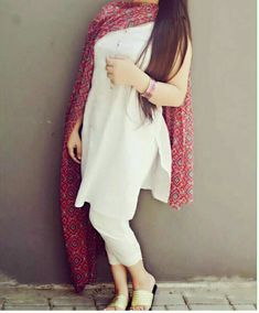 deol Modern Indian salwar kemeez Click visit link above to read Ethnic Outfits, Indian Outfits, Beautiful Suit, Beautiful Outfits, Indian Attire, Indian Wear, Kurta Designs, Blouse Designs, Indian Designer Suits
