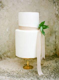 Organic Wedding Cake Minimalistic, clean and simple.
