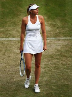 Maria Sharapova at tennis court