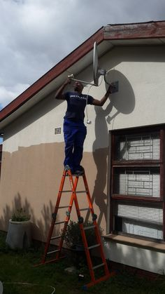 Dstv installation and repairs in all areas of Capetown , Somerset West, Stellenbosch, we are accredited installers and we offer services call 0834859807 Home Theater Setup, Home Theater Seating, Home Theater Installation, Tv Bracket, Wall Mounted Tv, Home Entertainment, Modern Decor, Audio, Home Theatre Seating